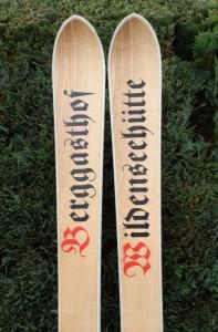 Eschenholzski mit weißen ABS Seitenwangen