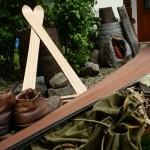 Nuss und Esche verarbeitet in hangemachten Holzskiern