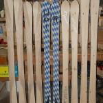 2-farbige handgemachte Holzski mit Kernesche