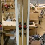 Werkstatt handgemachte Holzski mit Telemarkbindung