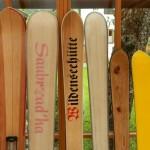 Holzski mit minimaler bis maximaler  Breite